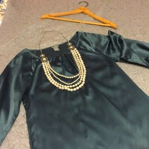 Gorgeous teal Ann Taylor blouse w/ pearl necklace